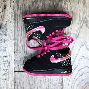 NIKE AIR FORCE 1 baby 2C black suede hot pink